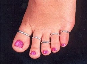 Footsies toe rings are waiting to adorn your toes!